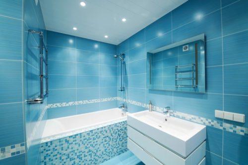 Úklid koupelny, zdroj: shutterstock.com