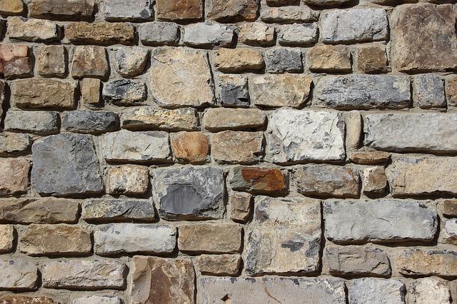 Obkladové kameny vkusně oživí váš interiér